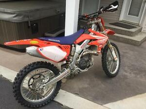 2006 CRF 450r (David Bailey factory retro addition)