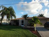 Lovely CANAL home in Cape Coral, pool, lanai, queen beds