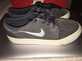 Boys Navy Blue Nike Trainers Size 1