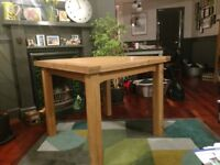 Beautiful oak wooden dining tabe for sale (extendable)