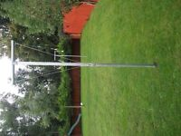 2 STEEL GALVANISED STEEL WASHING POLES + 2 FOR ATTACHSTEEL ENDS ING TO HOUSE
