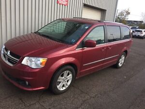 2016 Dodge Grand Caravan Crew GREAT BUY ON THIS CREW PASSENGE...