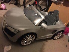 Kids Audi R8 Spyder Elecric Car
