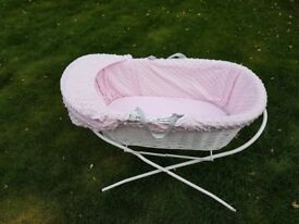 White Wicker Moses Basket (Dimple Pink)