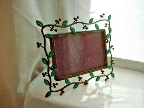 Woodsy Berries Leaves Photo Frame Metal