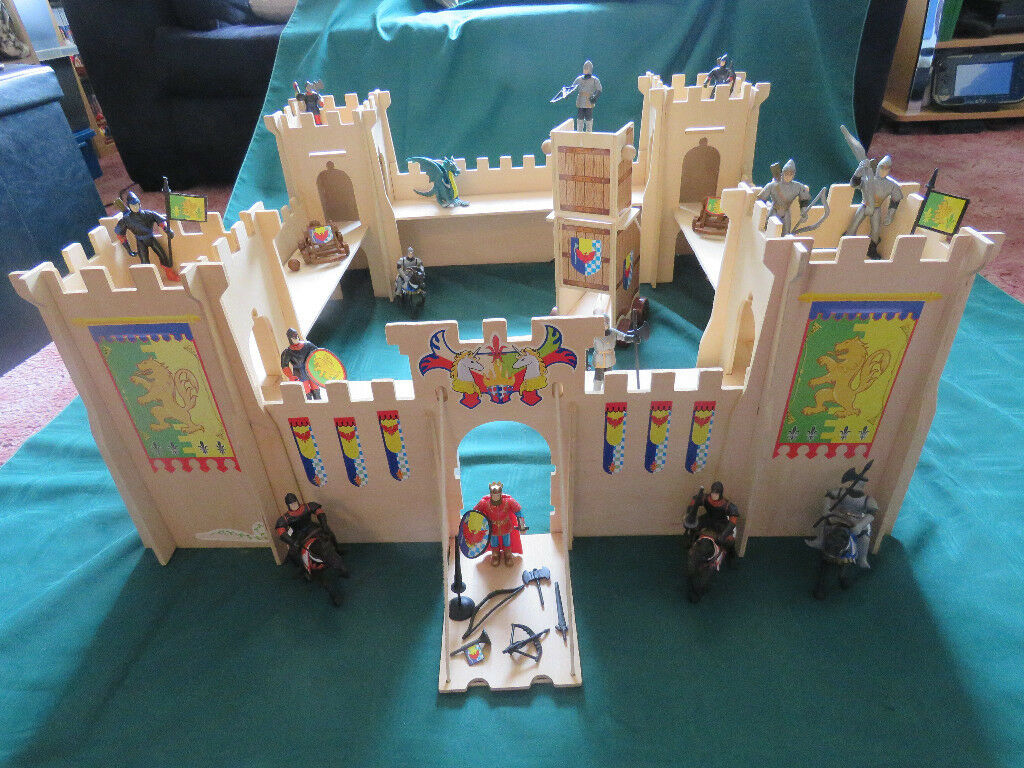 Early Learning Centre ELC Wooden Castle + Knights, Horses, Weapons & Siege Tower