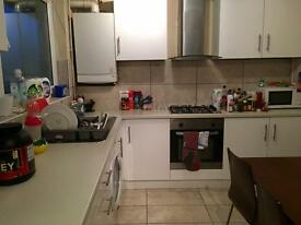 Large double room in a newly refurbished house! Short term welcome! Great location! SHOREDITCH