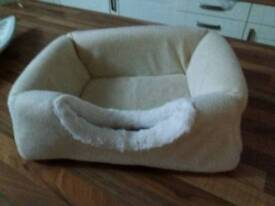 Cat bed / hide / basket / den