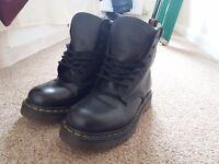Dr Marten Original Black Leather Size 5 ankle boots