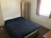 * NO DEPOSIT * Double Room in Professional House - PVT Shower - Wifi - Lounge - Laundry - Near Asda