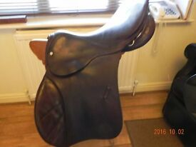 """Horse Saddle Comfortable Good condition E Cooper 17"""" brown leather saddle"""