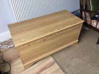 Storage chest / ottoman
