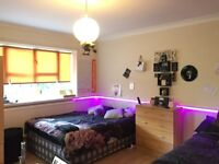 Double - Roomshare - sit bed - NO FEE IF YOU BOOK TODAY
