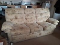 sofa with 3 seats (not delivery, need to cellect)