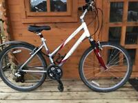 "Adults unisex Trek Navigator 200 Hybrid Bike. 17"" Frame. Fully working New seat"