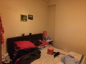 Rooms to let in a 3 bedroom house next to uni glamorgan
