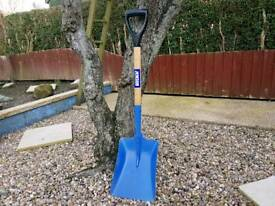 As new Jewsons large pan shovel snow