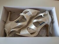 Sparkly Size 6 Wedding Shows (Brand New)
