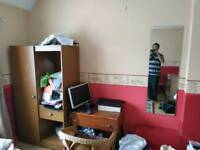 Large room to let in bd4 area