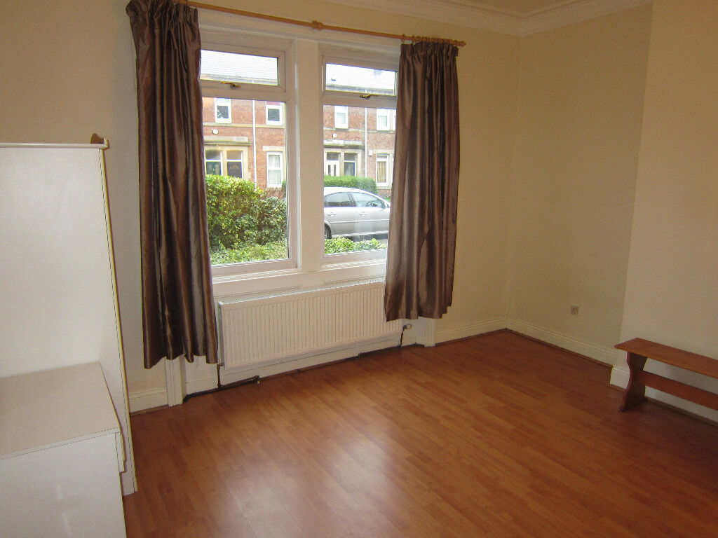 Gateshead - 2 bedroom flat with en-suite. Immaculate. NO Bond required. £110.00pw