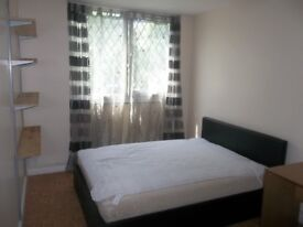 Double room in Elephant & Castle to rent - £650 per month including all bills