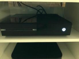 Xbox one 500gb with 2 controllers & Mafia III