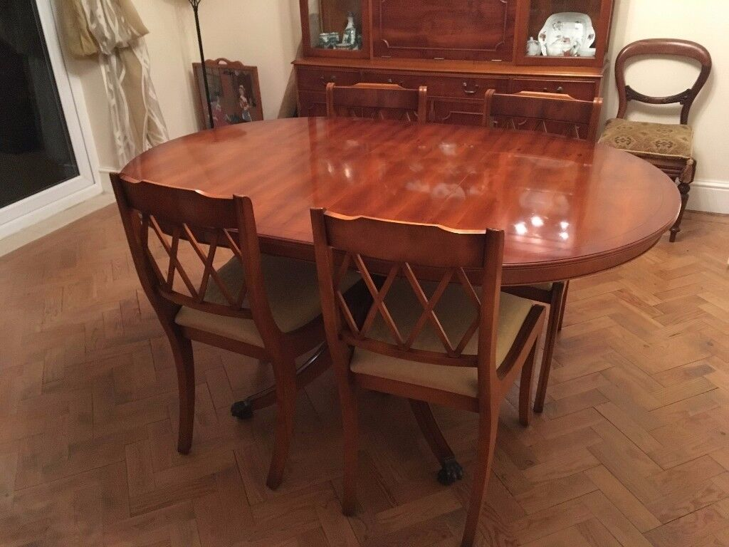 Bradley Yew Dining Room Table Chairs