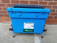 LARGE SHAKE SPEAR FISHING BOX WITH ADJUSTABLE LEGS