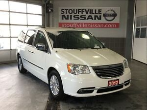 Chrysler Town & Country limited loaded navi and dvd 2012