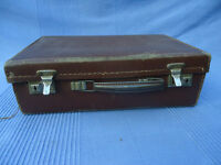 Vintage - possibly 1940s -'Paddington bear style' small suitcase with its original metal handle.