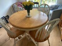 PENDING Extendable dining table + 4 chairs