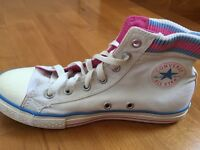 Converses with a box Size 3.5