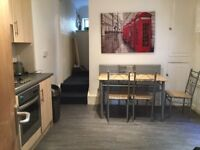 En suite Double Room in student house - 5 mins to City Centre