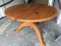 Dining Table, Solid Pine, 5' Diameter, Lovely Grain, Excellent Condition.