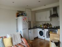 A BRIGHT AND SPACIOUS (2) TWO BED/BEDROOM FLAT - CROUCH END - N8
