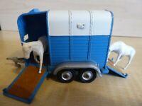 CORGI - Beaufort Double Horse Box