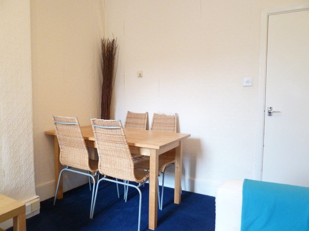 Must See This Lovely 2 Bed Flat On Marjorie Grove Ideal For Sharers Close To Clapham Common & Shops
