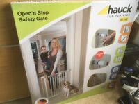 Hauck Aldi baby gate (new)