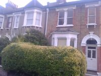 A lovely, spacious, secure, 1st floor apartment, 2 steps from Ladywell Park and its running track.