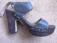 Size 7 atmosphere shoes