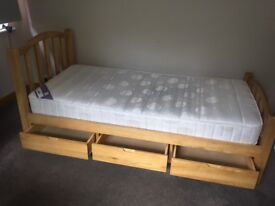 Wooden single bed frame with 3 drawers (incl mattress)