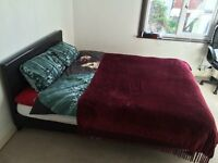 Sunny double room available in Southville.