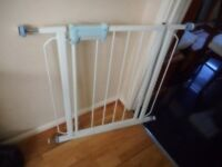 white pressure fix stair gate with fittings