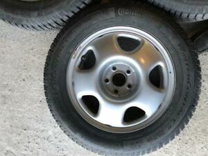 225/65/17 Continental winter presque new  + rims/mags 17 pouces 5x114.3.  Honda original