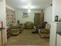 GAY HOUSE MATES SOCIABLE FRIENDLY HOUSE KING SIZE VERY LARGE DOUBLE ROOM TO LET NO BILLS
