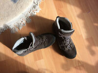 Women waterproof outdoor boots, UK size 6. In very good condition
