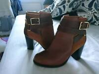 Size 4 Topshop tan heeled boots