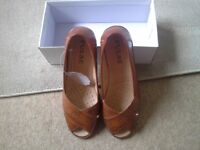 Ladies brand new beige open toe comfort sandal/shoe size 7, boxed and labels.