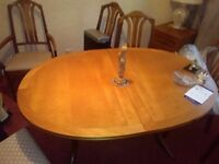Well maintained Oak table with 2 matching captains chairs and 4 regular