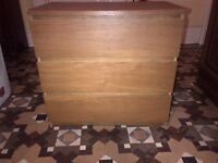 medium size chest of drawers in oak finish can deliver very good condition